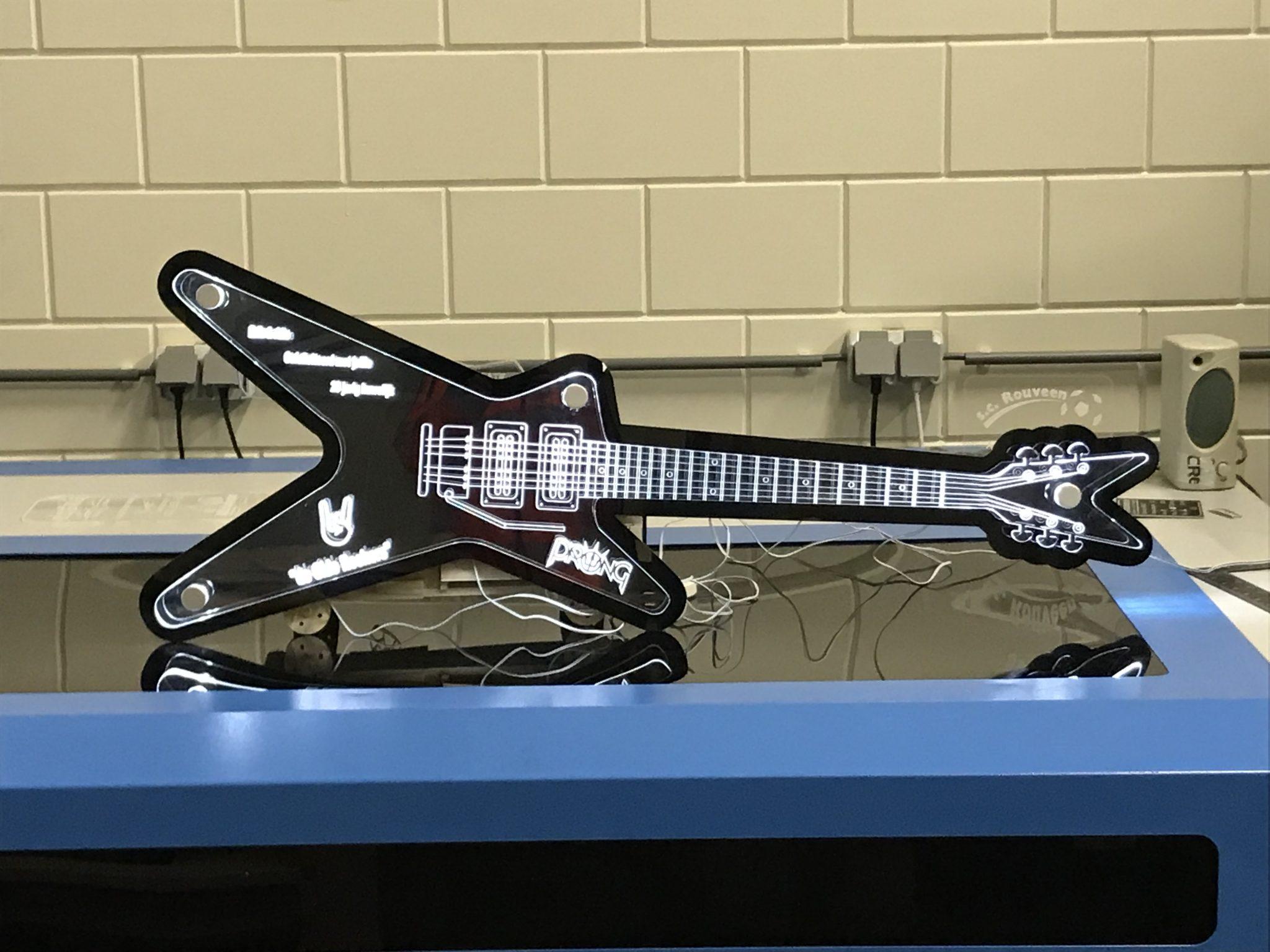 gelaserde-gitaar-plexiglas
