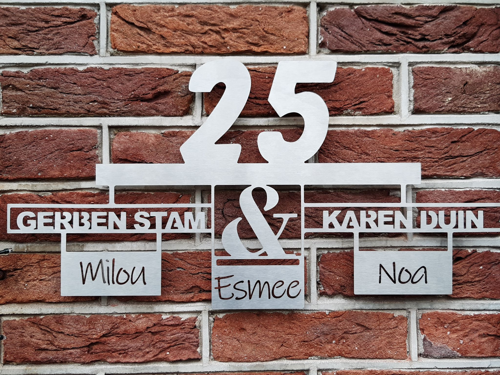 Huisnaambord en huisnummer naambord samengevoegd in een special